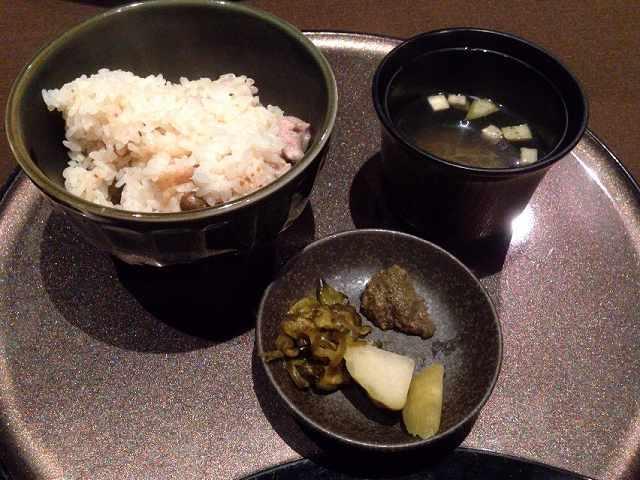 〆のご飯と骨汁.jpg