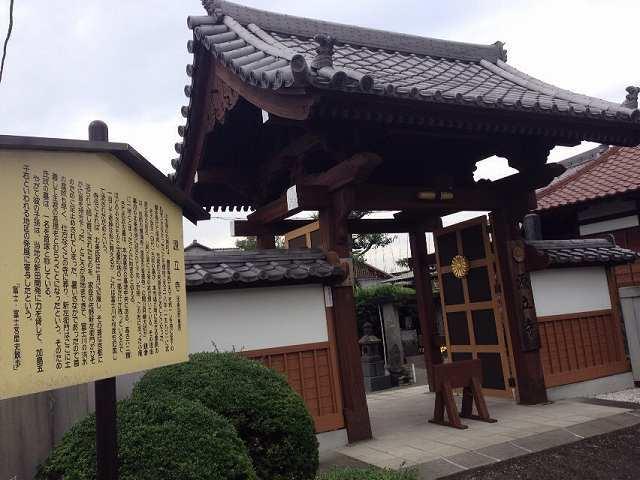 お寺の入口.jpg