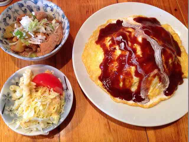 オム&モツ煮&サラダ.jpg