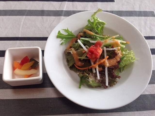 サラダとピクルス.jpg