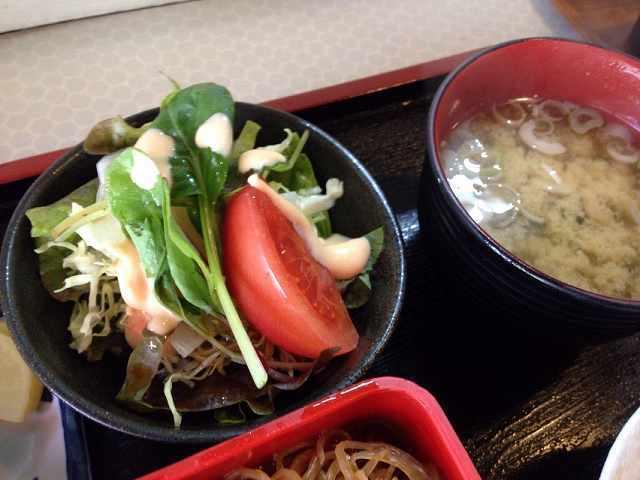 サラダと味噌汁.jpg