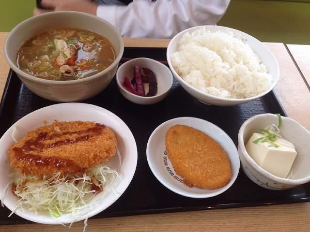 ジャン妻のモツ煮定食.jpg