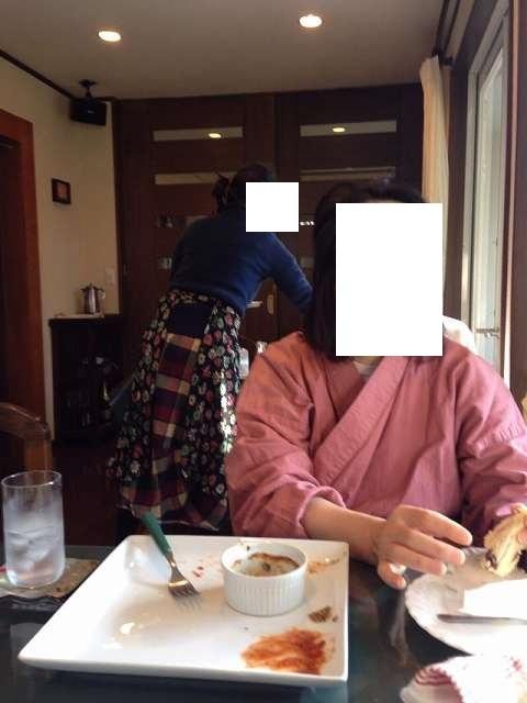 ジャン妻の背後にMさん.jpg
