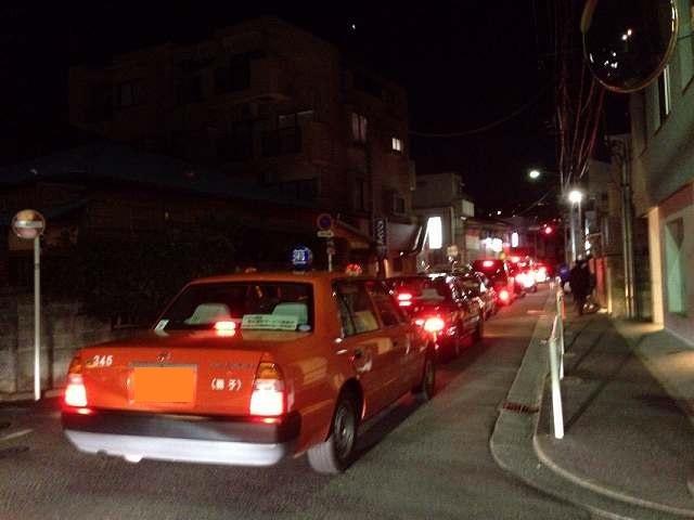 タクシーの行列.jpg