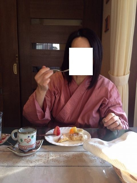 デザートを喰らうジャン妻である.jpg