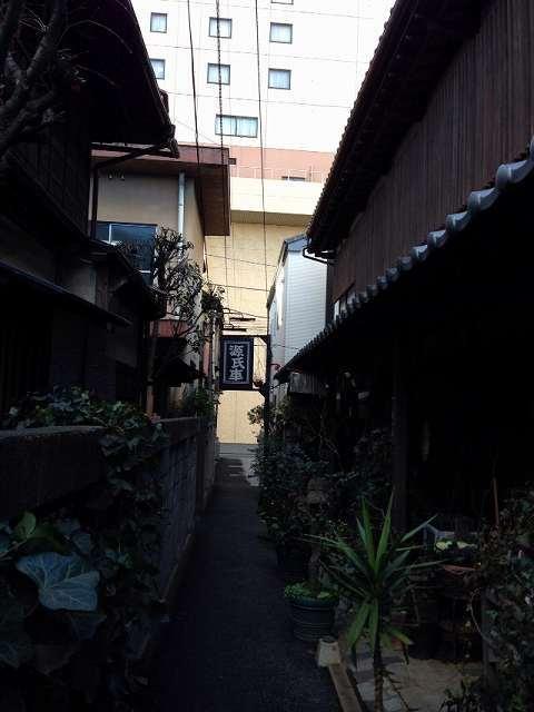 ホテル裏の細い路地1.jpg