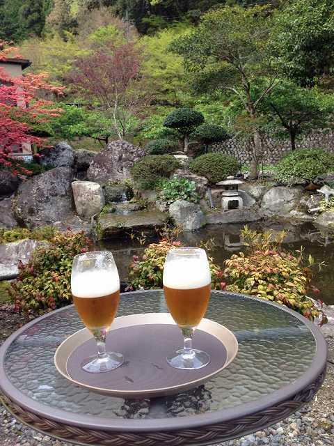外で生ビール.jpg