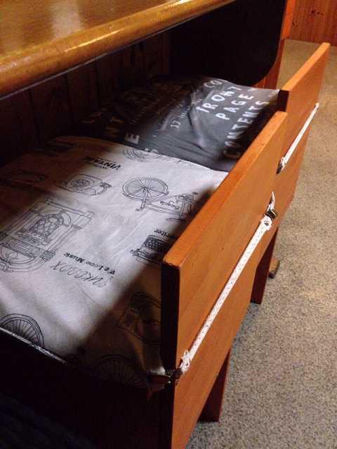 椅子に座布団が.jpg