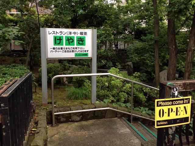 池側の入口.jpg