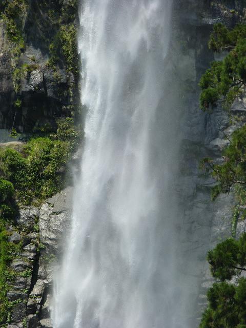 滝ズーム3.jpg