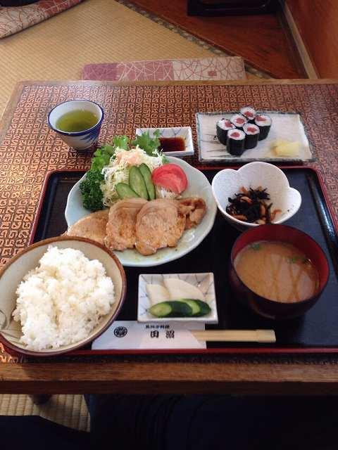 生姜焼定食と鉄火巻.jpg