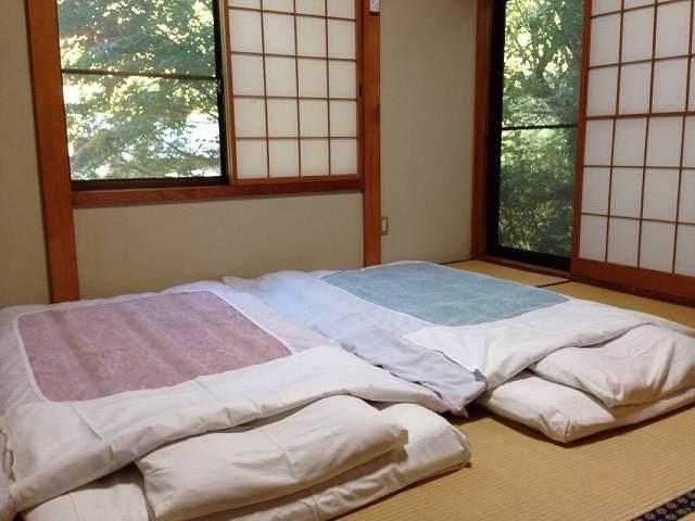 畳と布団.jpg