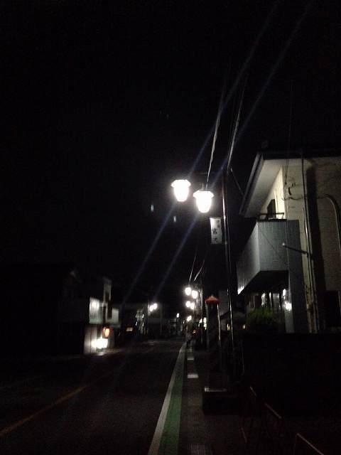 群馬八幡駅への夜道.jpg