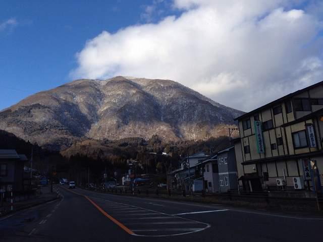 雪の無い小野岳.jpg