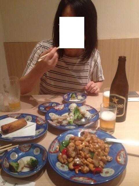 食べるジャン妻.jpg