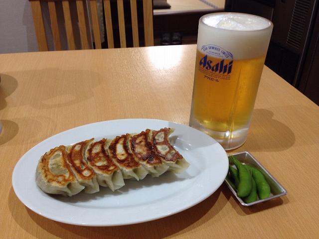 餃子とビール.jpg