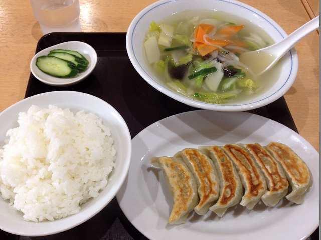 餃子定食と野菜スープ.jpg