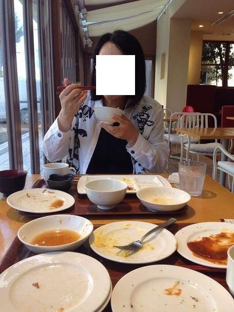 鰻飯を喰らうジャン妻.jpg