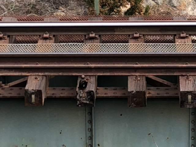 オンボロ鉄橋1.jpg