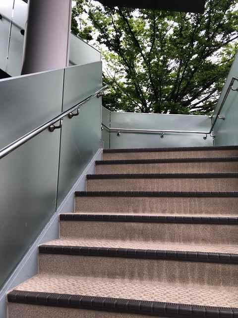 バ9階段.jpg
