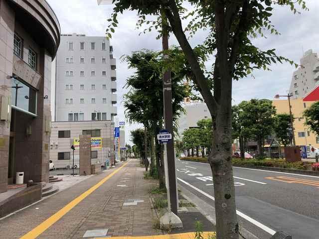 ホテル前の大通り.jpg