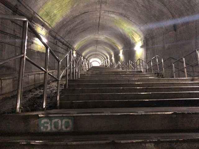 モグラ54階段300段.jpg
