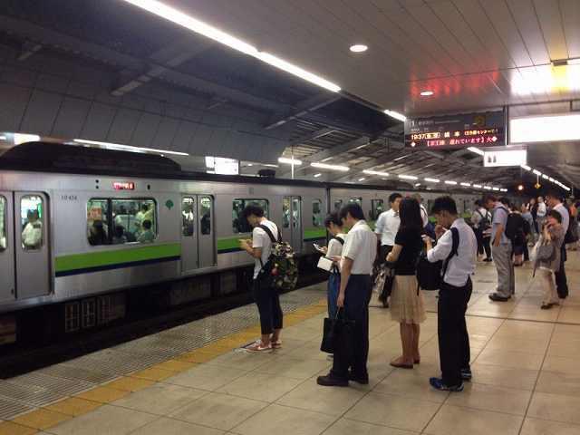 京王永山駅ホーム.jpg