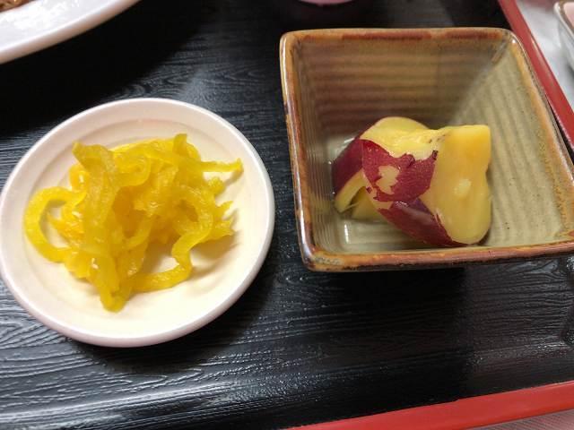 刻みタクアンとお惣菜.jpg