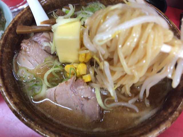 味噌8麺を引きずり出すもピンボケ.jpg