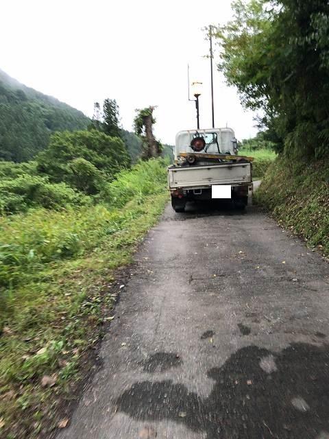 坂を上るトラック.jpg
