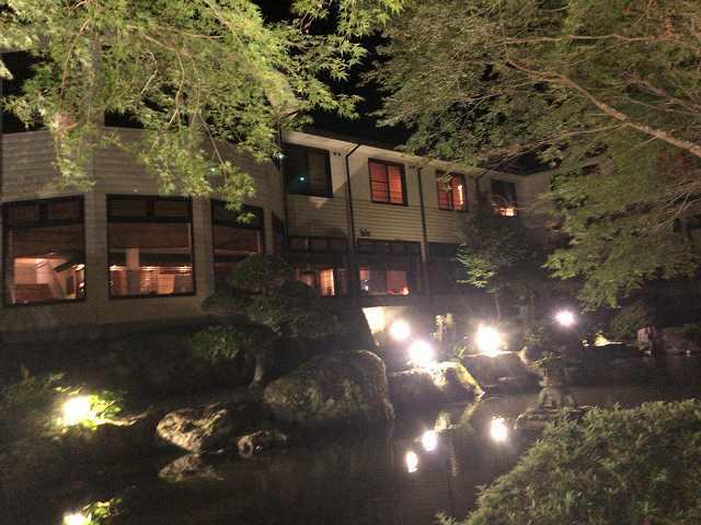 夜7池の向こうから船山館2.jpg