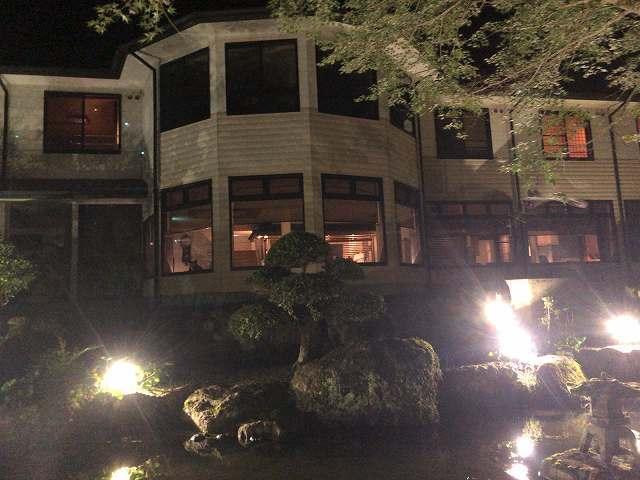 夜8池の向こうから船山館3.jpg