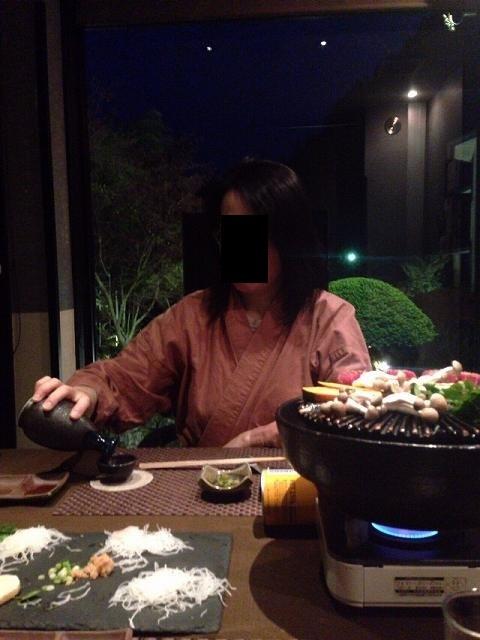 手酌のジャン妻.jpg