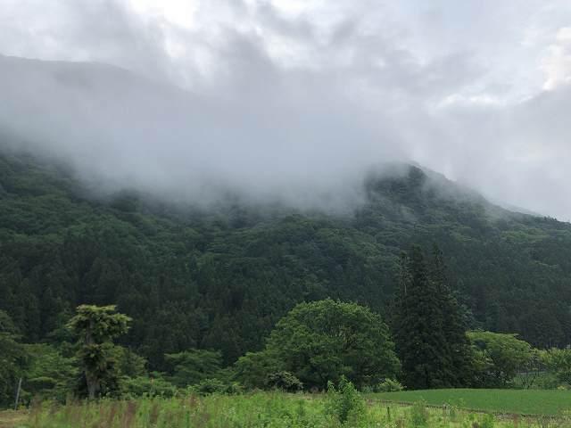 朝の山霧1.jpg