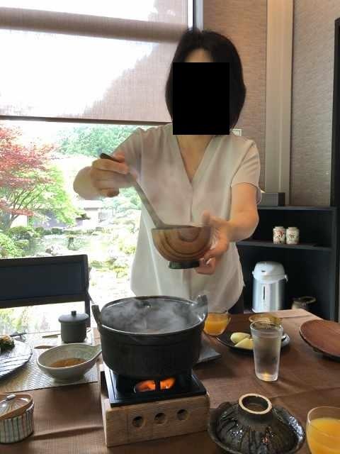 朝餉19味噌汁を鬼のような形相ですくうジャン妻3.jpg