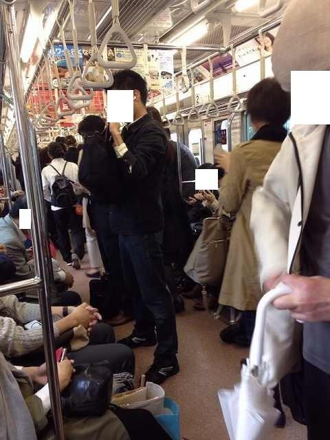 止まってしまった電車車内.jpg