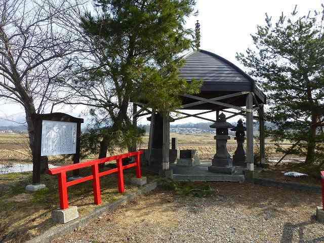 皆鶴姫のお墓.jpg