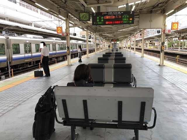 電車を待つ.jpg