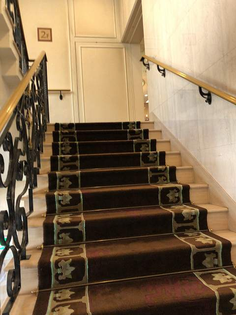 2階に上がる.jpg